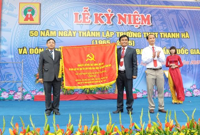 Dc Le Thanh Binh, Tinh uy vien, Bi thu huyen uy trao tang buc truong